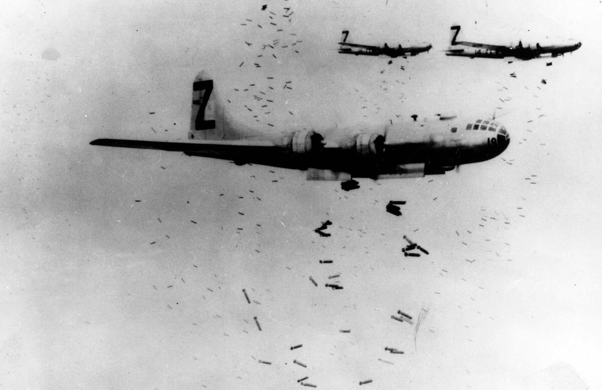 B52 plane dropping incendiary bombs on yokohoma