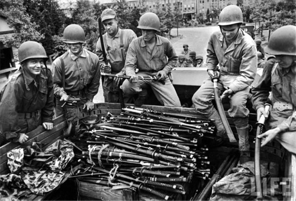 US Army troops posing with surrendered japanese swords